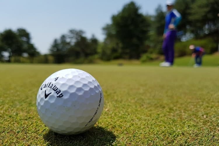 why-do-golfers-mark-their-ball-on-the-green